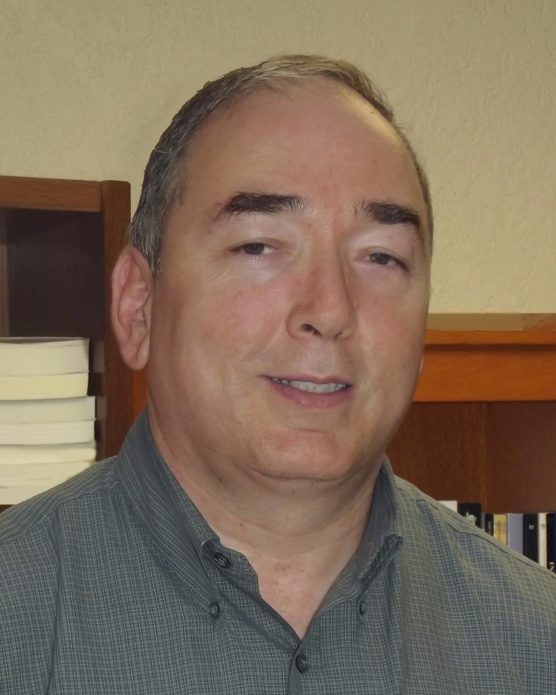 Dr. César M. Fuentes